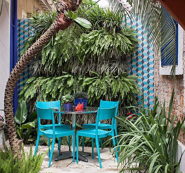 jardim-vertical-suspenso-paisagismo-cate-poli-palmeira-fenix-aspargos-pluma-samambaias-barbas-de-serpente